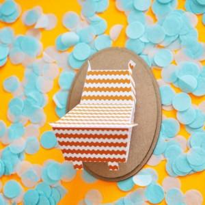 Trophée papier // tête d'hippopotame // orange pop // motif zig zag // support ovale