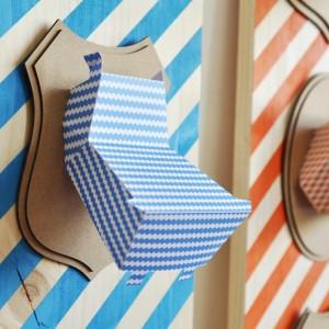 Trophée papier // tête d'hippopotame // bleu pop // motif zig zag // support écusson